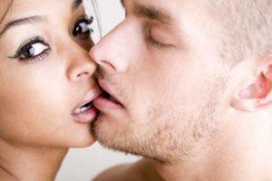 Передача хламидий через поцелуй или слюну