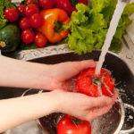 Тщательно мыть овощи и фрукты