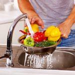 Тщательное мытье продуктов перед употреблением