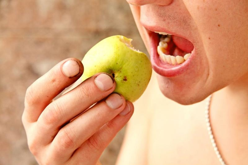 Немытые овощи или фрукты